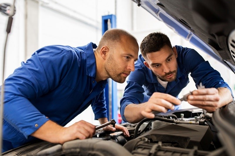pros and cons of being an Automotive Master Mechanic