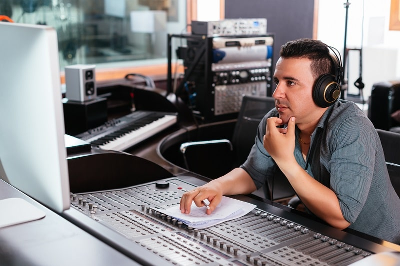 pros and cons of being a Broadcast Technician