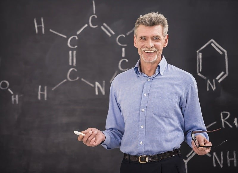 pros and cons of being a Postsecondary Chemistry Teacher