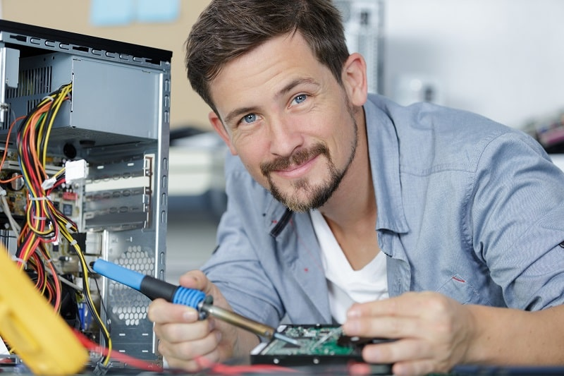 pros and cons of being a Computer Hardware Engineer