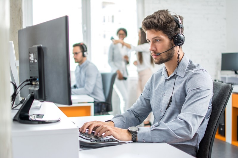 pros and cons of being a Computer User Support Specialist