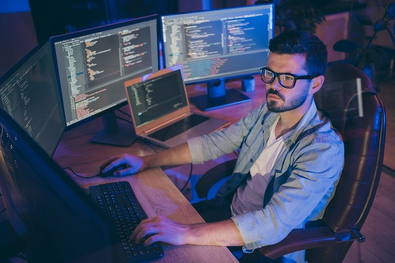 pros and cons of being a Database Administrator