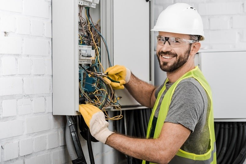 pros and cons of being an Electrician