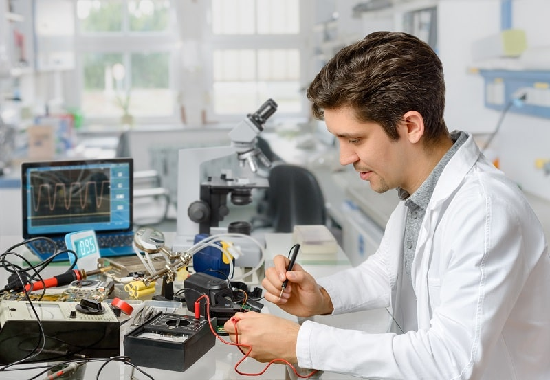 pros and cons of being an Electronics Engineer