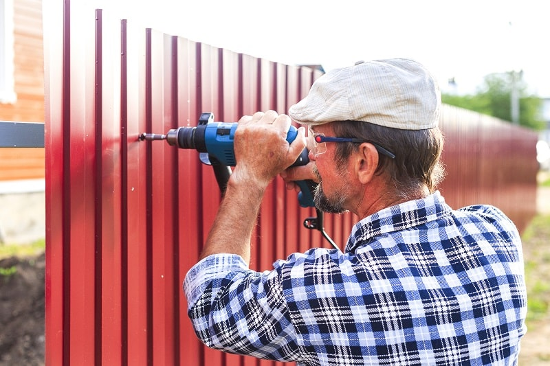 pros and cons of being a Fence Erector