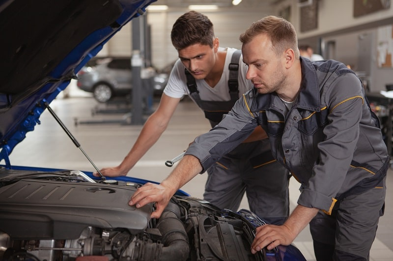 pros and cons of being a Supervisor of Mechanic, Installer and Repairer