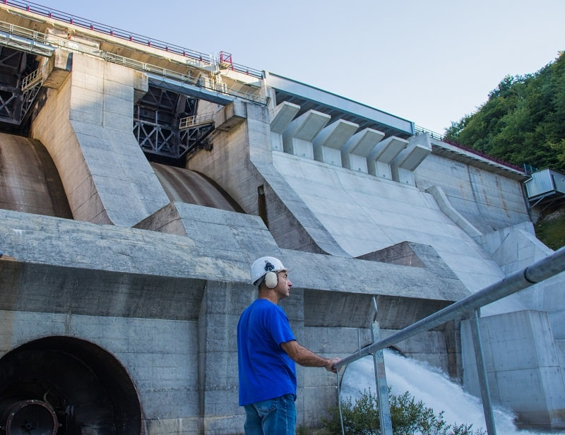 pros and cons of being a Hydroelectric Plant Technician