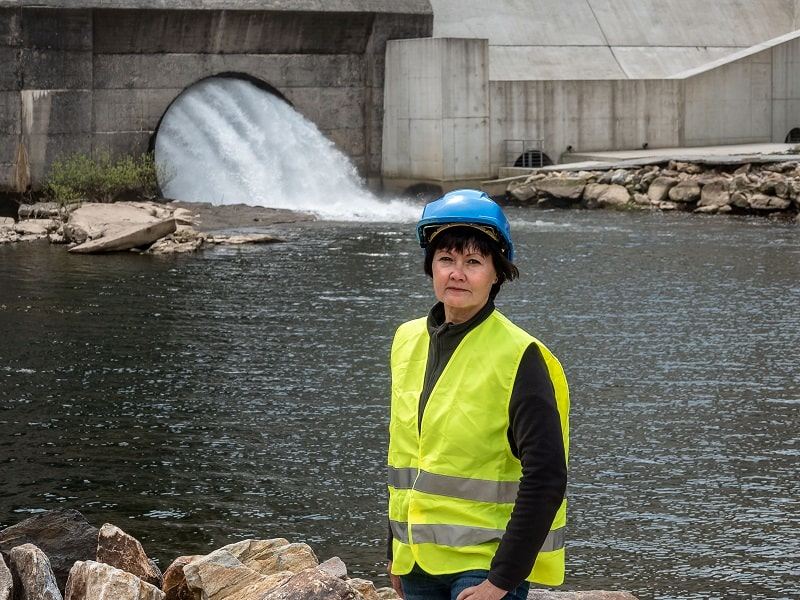 pros and cons of being a Hydroelectric Production Manager