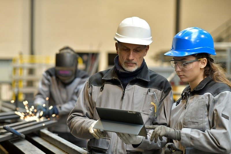 pros and cons of being a Manufacturing Engineering Technologist