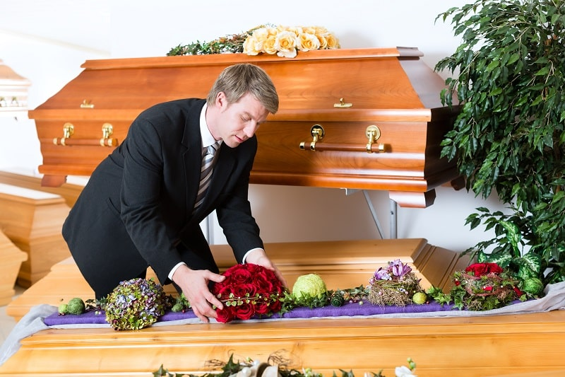 pros and cons of being a Mortician, Undertaker and Funeral Director