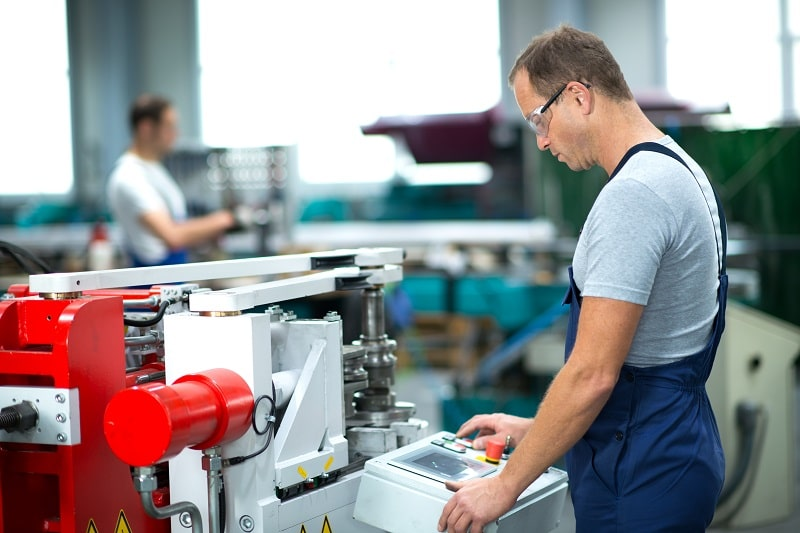 pros and cons of being a Multiple Machine Tool Setter, Operator and Tender, Metal and Plastic