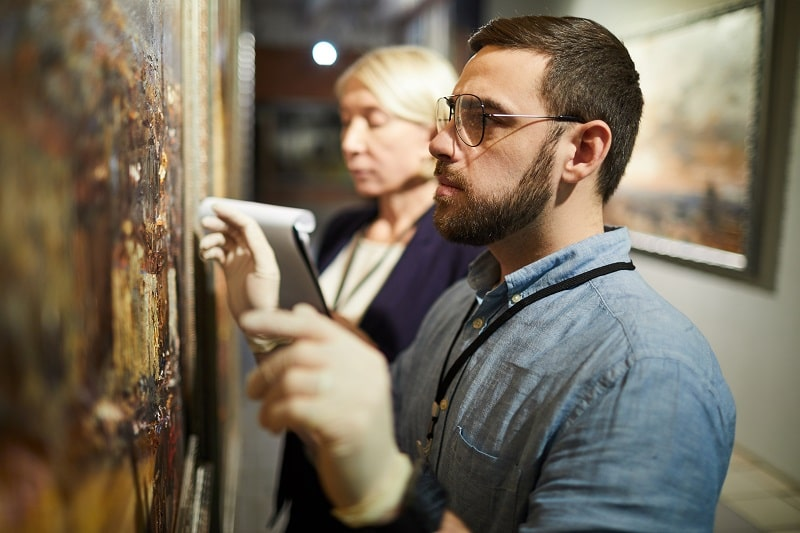 pros and cons of being a Museum Technician and Conservator