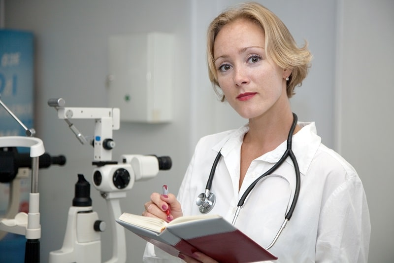 pros and cons of being an Ophthalmic Laboratory Technician