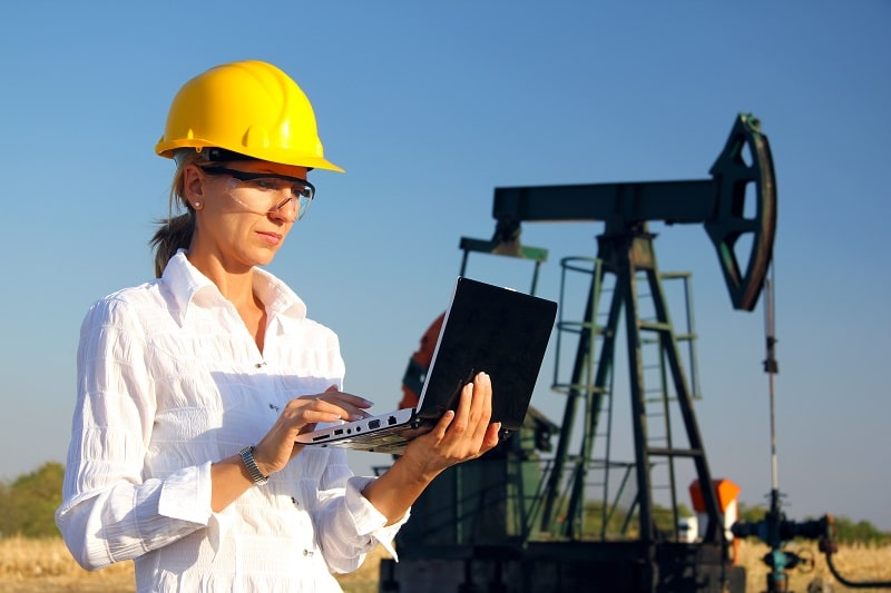 pros and cons of being a Petroleum Engineer