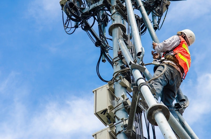 pros and cons of being a Radio, Cellular and Tower Equipment Installer and Repairer