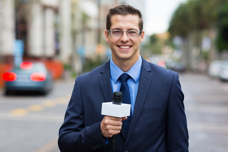 pros and cons of being a Reporter and Correspondent