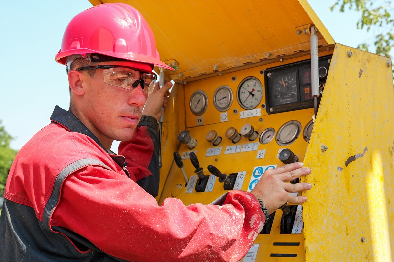 pros and cons of being an Oil and Gas Rotary Drill Operator