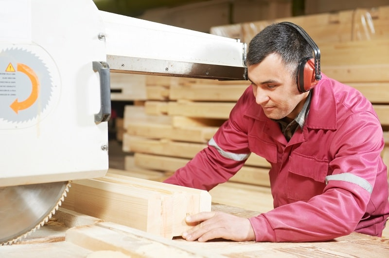 pros and cons of being a Wood Sawing Machine Setter, Operator and Tender