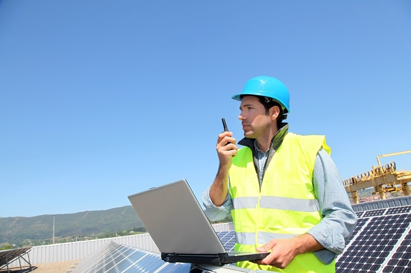 pros and cons of being a Solar Energy Installation Manager