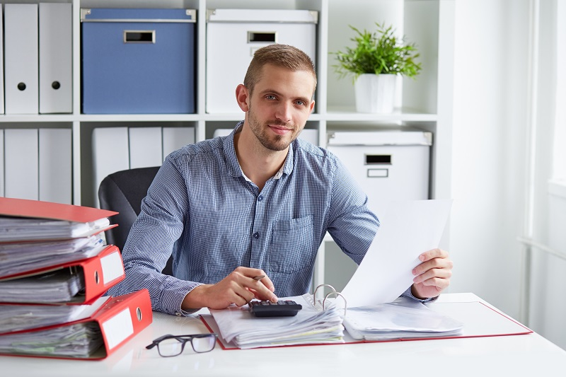 pros and cons of being a Tax Preparer