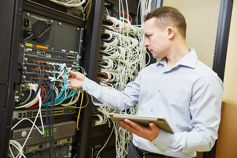 pros and cons of being a Telecommunications Engineering Specialist