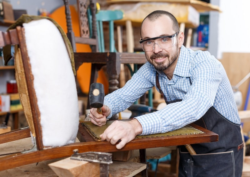 pros and cons of being an Upholsterer